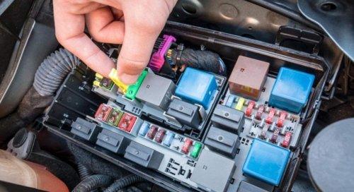 La caja de fusibles de coche que arrasa en Amazon y tienes que comprar: 320 fusibles por 12 euros