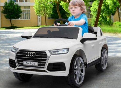 Este coche eléctrico Audi Q5 para niños cuesta 220 euros y tiene luces LED, equipo de música y control remoto para padres