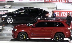 Jeep Grand Cherokee Trackhawk Races Tesla Model X, Electric SUV Gets Trampled