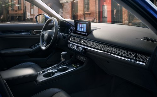 Wireless CarPlay Lands in More Cars as Apple May One Day Kill the Wired Version