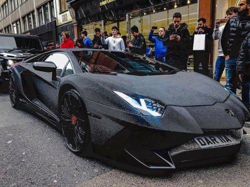 Insolite : une Lamborghini recouverte de cristaux Swarovski !