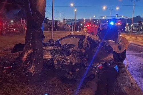 Une Mustang explose après que son conducteur ait été éjecté