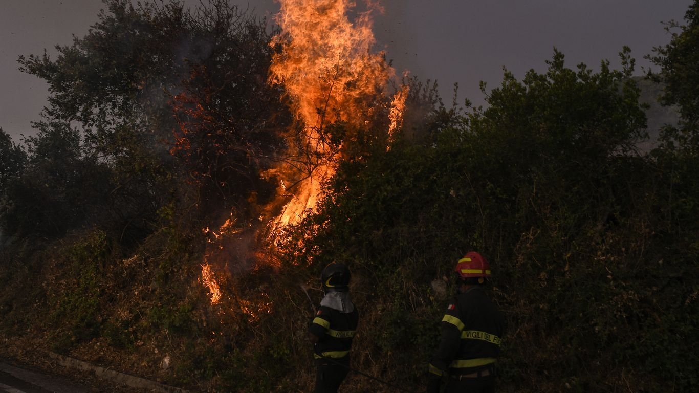 Wildfire in western Sardinia forces more than 1,000 to evacuate