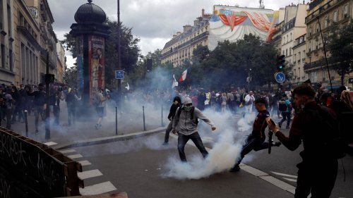 French police and anti-health pass protesters clash in Paris