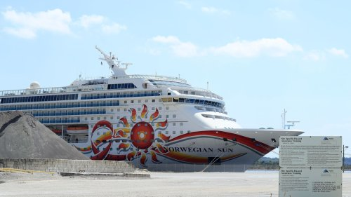 "Norwegian Cruise Line threatens to skip Florida ports over ""vaccine passport"" ban"