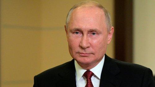 Apple, Google delete Navalny app as Russians go to polls