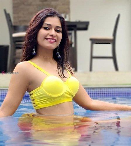 Actress Darsha Gupta shares her hot swimming pool photos