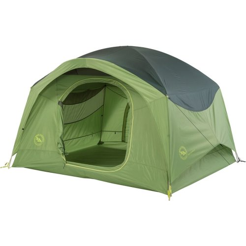 Spacious 4-person tent that is easy to set up
