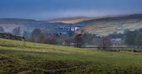 A Yorkshire Walk Through Malhamdale   BaldHiker