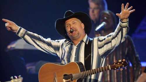 Garth Brooks, who is scheduled to play at M&T Bank Stadium in Baltimore in October, will reassess tour because of COVID surge