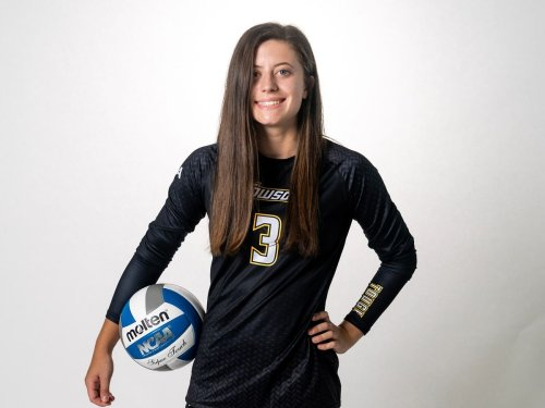 Cancer survivor Katie McCracken an inspiration to Towson volleyball: 'It taught me to never give up'