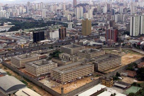 """STJ restabelece condenações de policiais por """"massacre do Carandiru"""""""