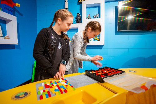 LEGOLAND And Vision Australia Team Up For LEGO Braille Bricks