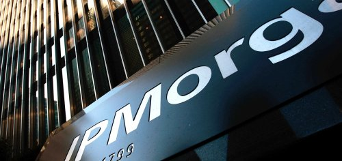 Dimon sees JPMorgan employees in office, maskless by October