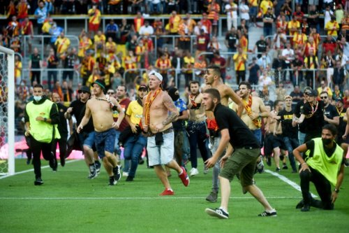 Lens Ordered To Play Behind Closed Doors After Pitch Invasion