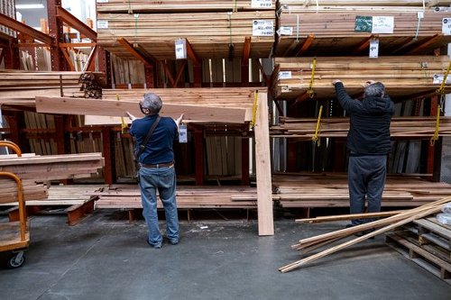 U.S. Building Boom Is Sending Lumber and Steel Prices Through the Roof