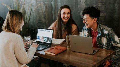 Tipps für Small Talk: 6 kleine Tricks, damit das Kollegengespräch klappt