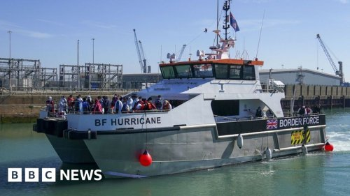 Channel crossings: Migrant boats could be turned back in new UK move
