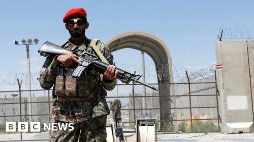 Bagram: Last US and Nato forces leave key Afghanistan base