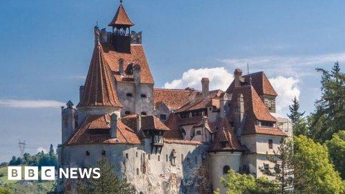 Covid: Dracula's castle in Romania offers tourists vaccine