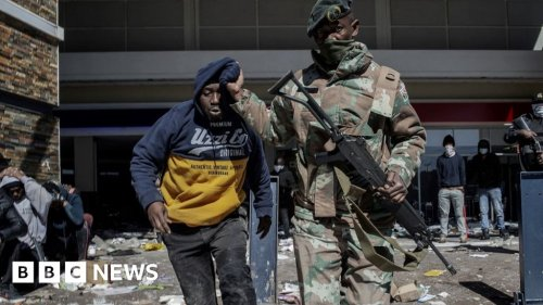 South Africa to deploy 25,000 troops after unrest - BBC News