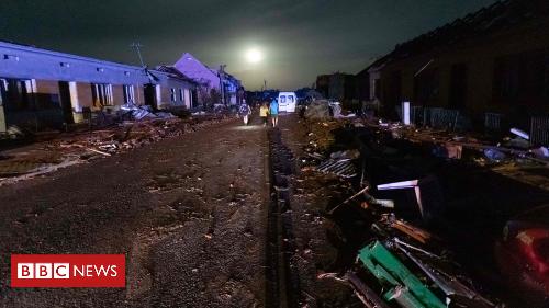Czech Republic: Powerful tornado sweeps through villages
