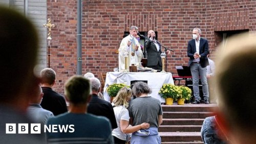 German priests defy Vatican to bless gay couples