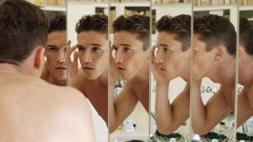 Why some narcissists actually hate themselves