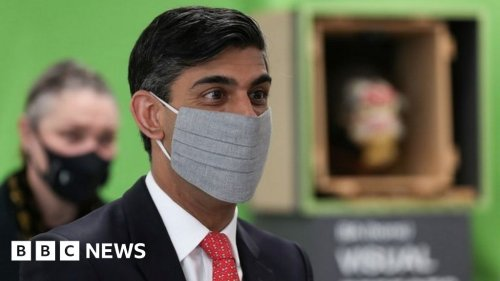 Covid: Rishi Sunak says he will stop wearing a mask as soon as legally possible