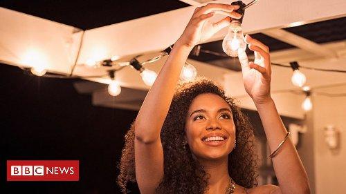 Halogen lightbulb sales to be banned in UK under climate change plans
