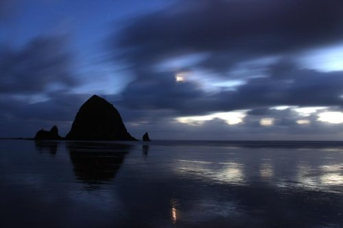 Moon Marvels Above Oregon Coast Are More Than Just a Glow