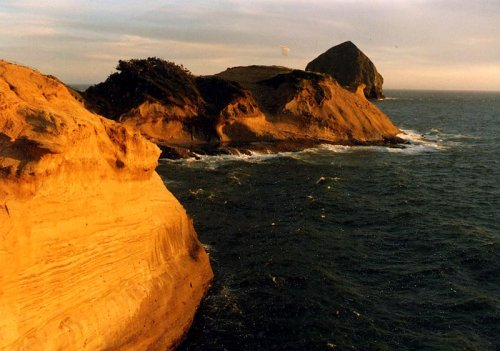 Rollicking Highlights of Three Capes Route on Oregon Coast: Attractions, Oddities