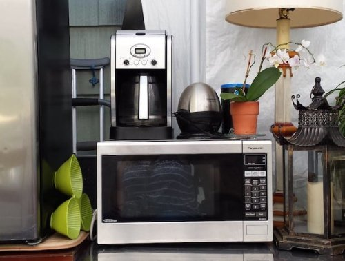Should you put your coffee pot in the microwave?