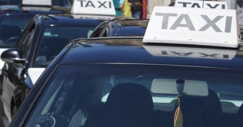 Glasgow cab driver who set off while passenger not fully in car keeps licence