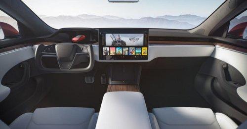 Video: Tesla Model S Plaid Owner Enjoys Yoke Steering, Adapts Quickly