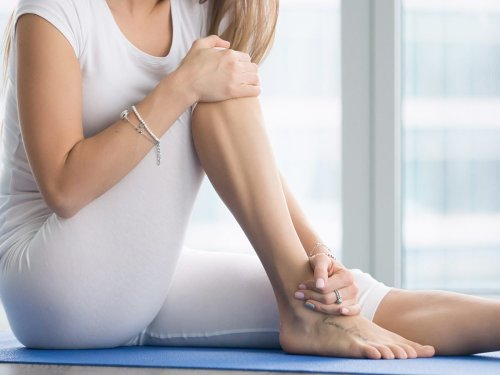 5 Ways to Stretch Your Ankles so You Can Move Easier