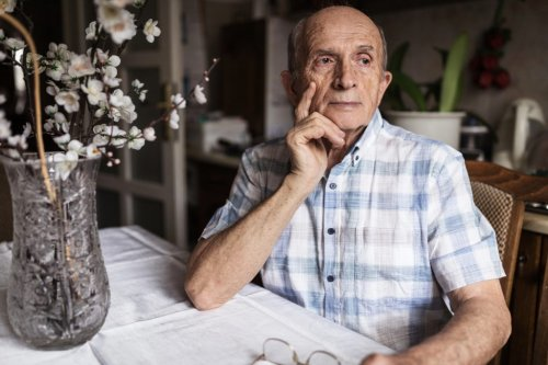 10 Early Warning Signs of Dementia Experts Want You to Know