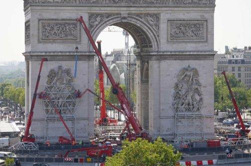 Arc de Triomphe empaqueté : l'œuvre posthume de Christo et Jeanne-Claude a débuté