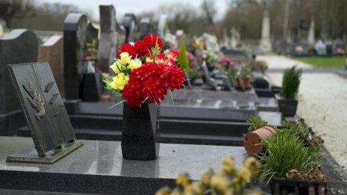 """""""Quoi que tu voies, tu te tais"""": un ex-salarié dénonce de graves dysfonctionnements aux pompes funèbres"""