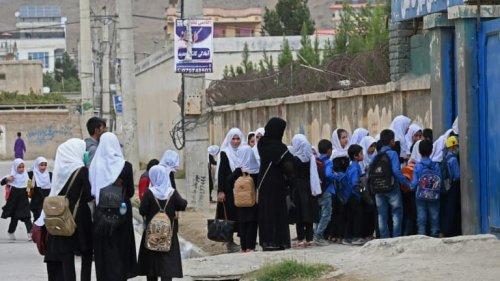 Afghanistan: les talibans annoncent que les collégiennes et lycéennes vont pouvoir revenir en cours