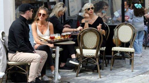 Jauges pour la réouverture: les bars-restaurants inquiets, les commerces satisfaits