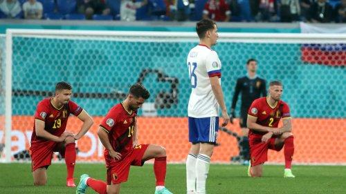 Euro: les Belges sifflés par le public russe pour avoir posé le genou à terre