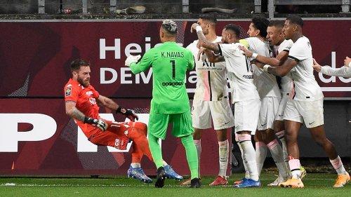 Metz-PSG: le regard chambreur de Mbappé vers Oukidja lors de la fin de match tendue