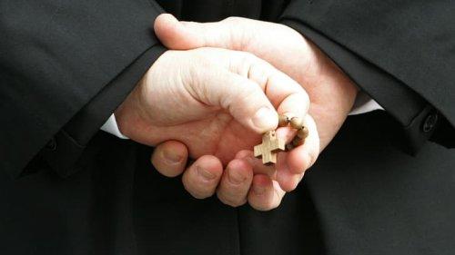 """""""Je suis amoureux"""", lance le prêtre à la fin de la messe"""