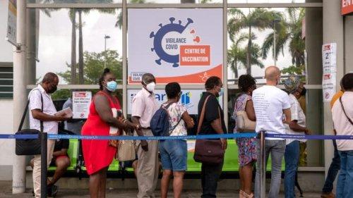 """EN DIRECT - Covid-19: dans une """"situation catastrophique"""", la Guadeloupe se reconfine"""