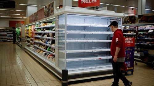 Pénurie de légumes au Royaume-Uni: des supermarchés remplissent les rayons vides avec... du chocolat
