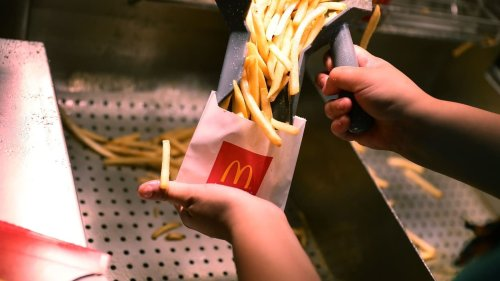 Frites, hamburger, salade: McDonald's va afficher le Nutri-Score sur ses produits