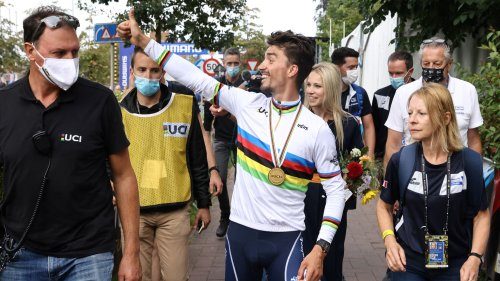 """Mondiaux de cyclisme: """"Ils avaient prévu le maillot en XL pour Van Aert"""", s'amuse Alaphilippe"""