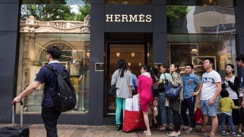 """Luxe mondial: une consommation plus """"locale"""" faute de voyages, mais toujours en expansion"""