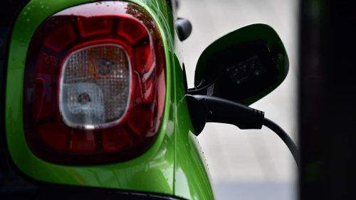 Véhicules électriques: l'UE doit accélérer l'installation des bornes de recharge